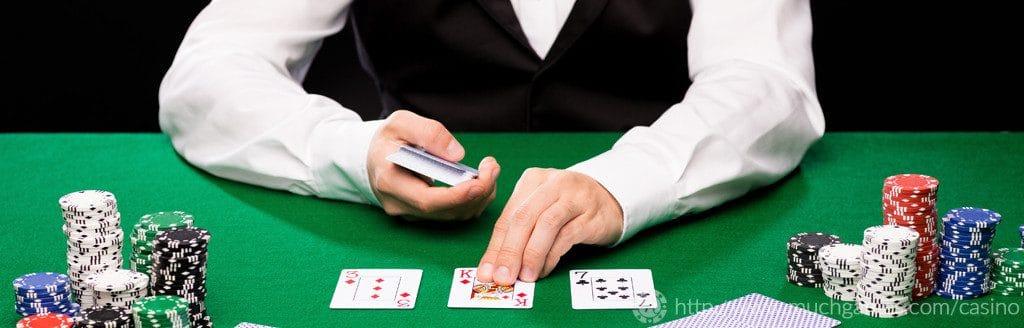 juega al blackjack contra el crupier de un casino en vivo